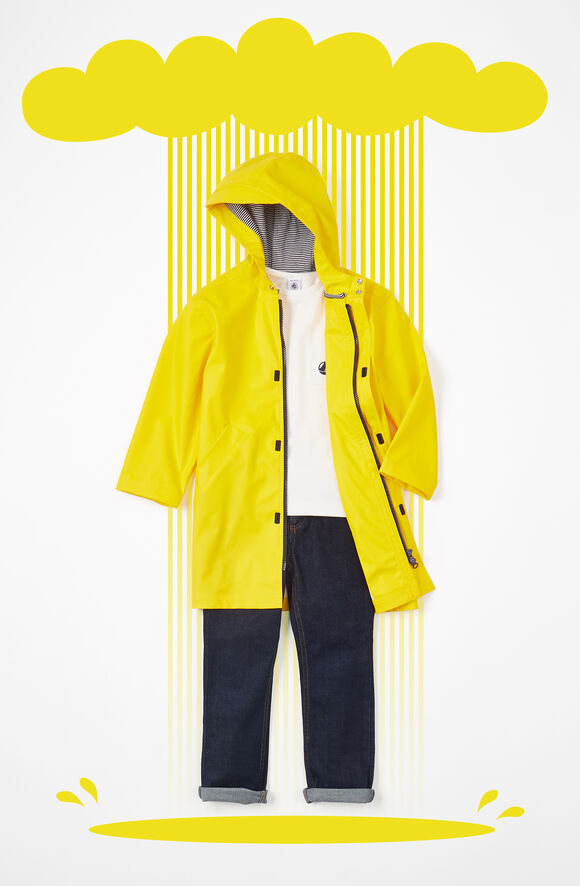 Tenue pour garçon avec un ciré jaune
